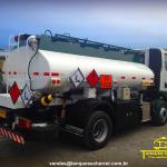Caminhão VUC para transporte de Combustível